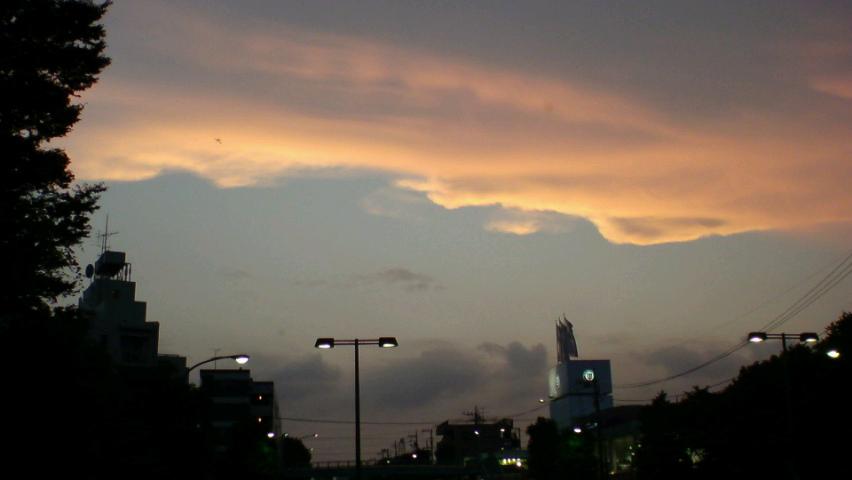 続く猛暑日の夕焼け